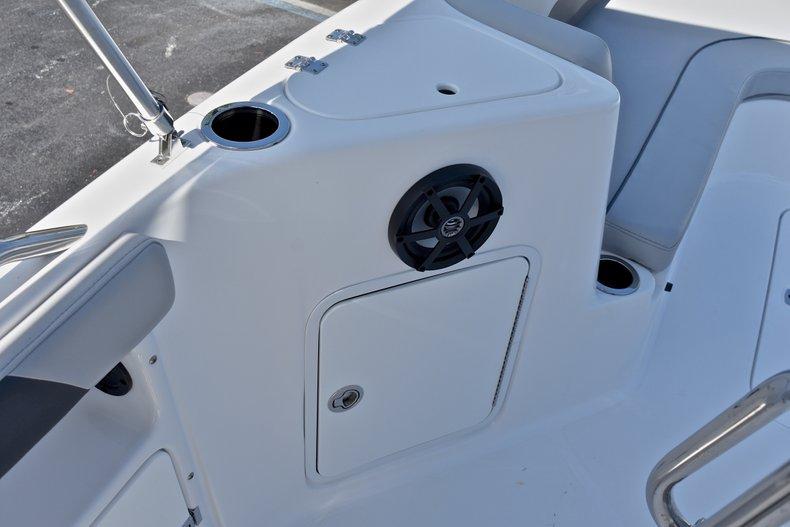 Thumbnail 38 for New 2018 Hurricane 211 SunDeck Sport OB boat for sale in Vero Beach, FL