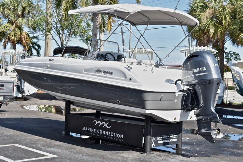 Thumbnail 5 for New 2018 Hurricane 211 SunDeck Sport OB boat for sale in West Palm Beach, FL