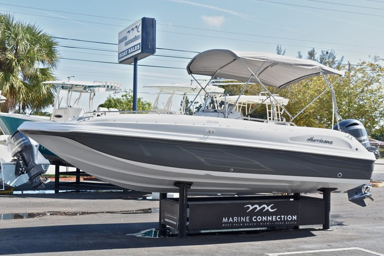 Thumbnail 3 for New 2018 Hurricane 211 SunDeck Sport OB boat for sale in West Palm Beach, FL