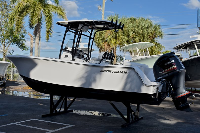 Thumbnail 5 for New 2018 Sportsman Heritage 231 Center Console boat for sale in West Palm Beach, FL