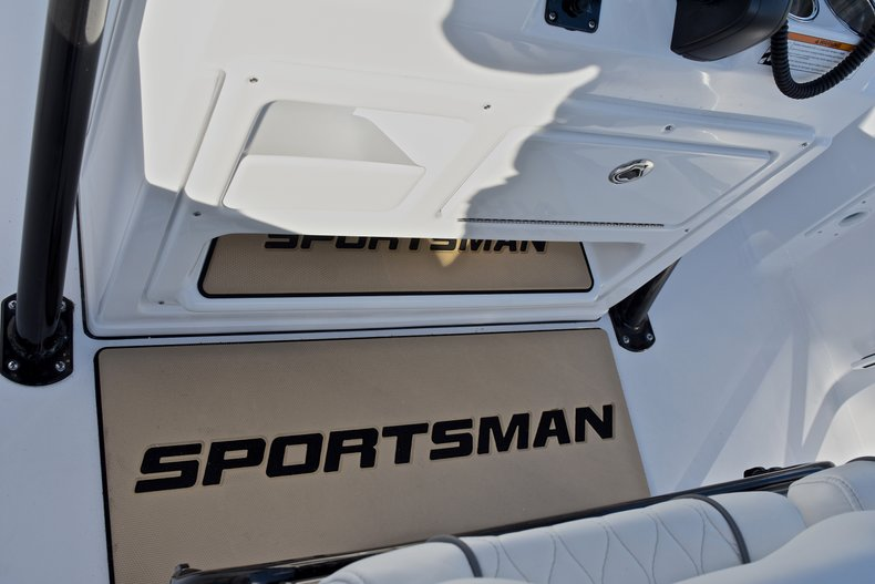 Thumbnail 33 for New 2018 Sportsman Heritage 231 Center Console boat for sale in West Palm Beach, FL