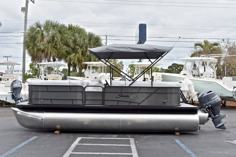 Thumbnail 4 for New 2018 Sweetwater 2186 Split Bench boat for sale in West Palm Beach, FL