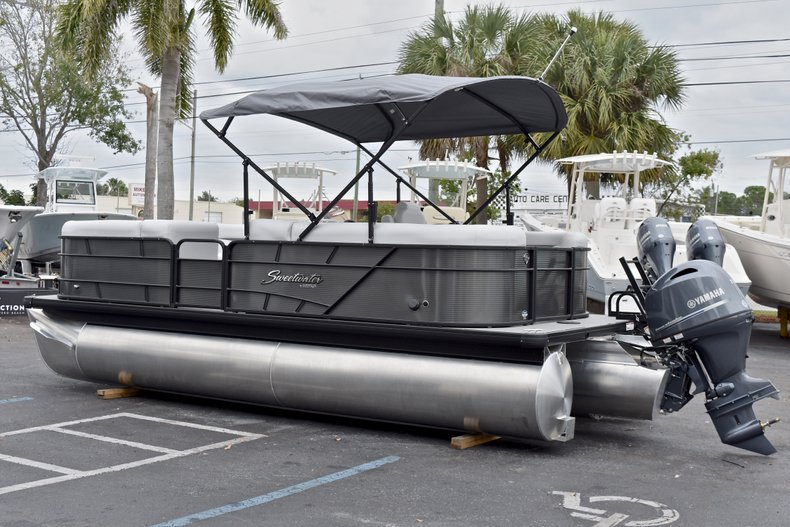 Thumbnail 5 for New 2018 Sweetwater 2186 Split Bench boat for sale in Vero Beach, FL