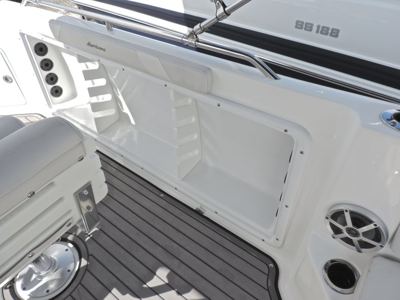 Thumbnail 21 for New 2018 Hurricane 231 SunDeck Sport OB boat for sale in West Palm Beach, FL