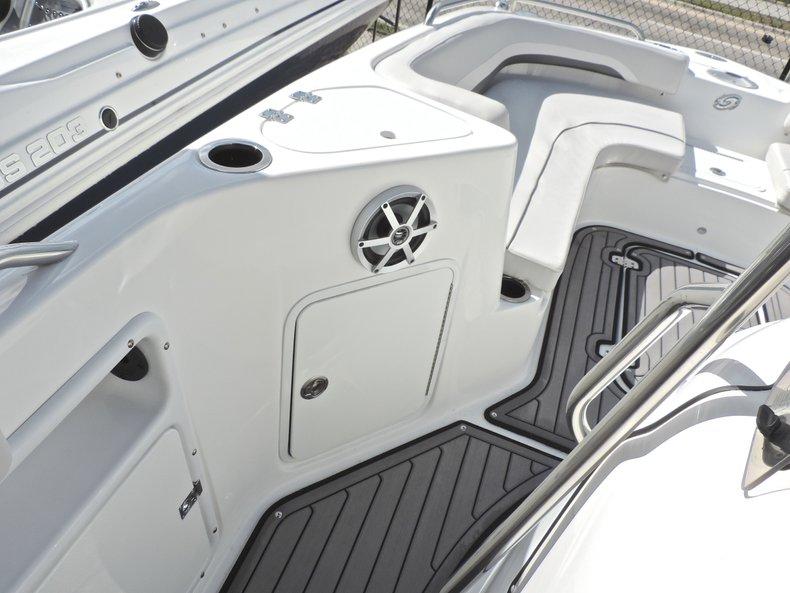 Thumbnail 16 for New 2018 Hurricane 231 SunDeck Sport OB boat for sale in Vero Beach, FL