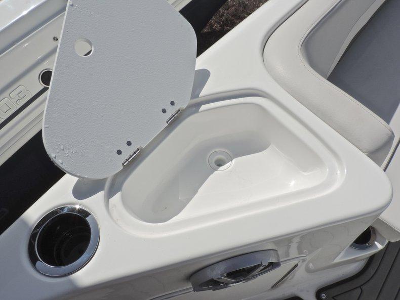 Thumbnail 19 for New 2018 Hurricane 231 SunDeck Sport OB boat for sale in Vero Beach, FL