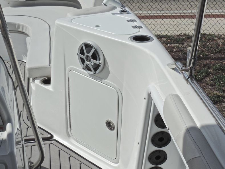 Thumbnail 22 for New 2018 Hurricane 231 SunDeck Sport OB boat for sale in West Palm Beach, FL