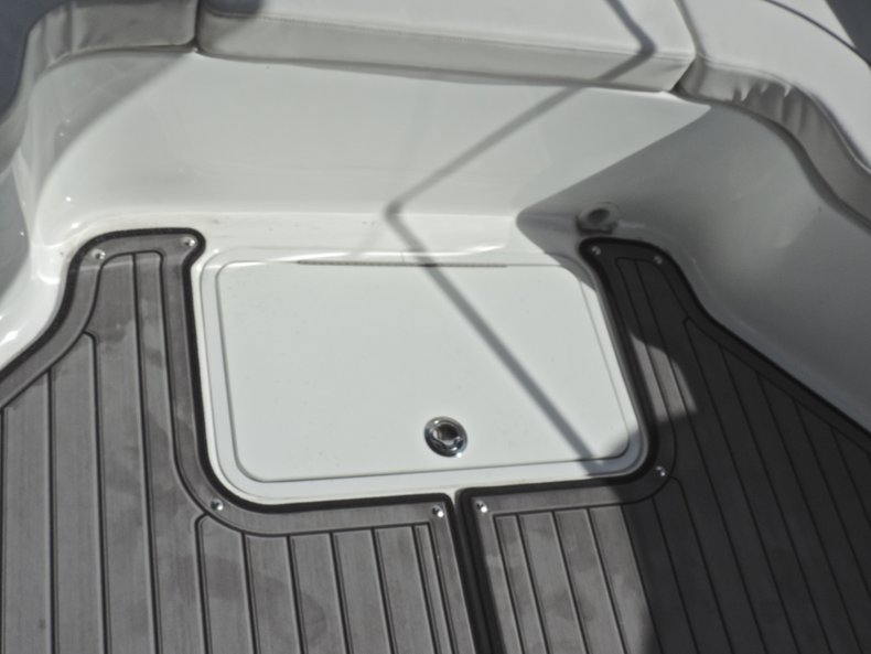 Thumbnail 44 for New 2018 Hurricane 231 SunDeck Sport OB boat for sale in West Palm Beach, FL