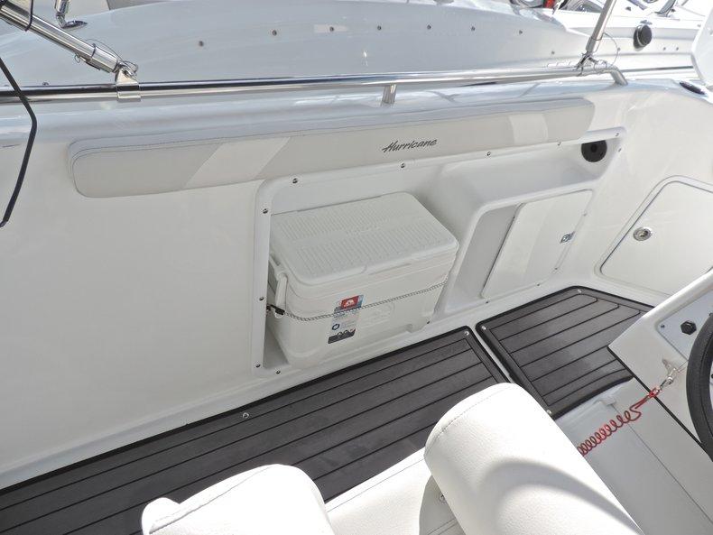 Thumbnail 15 for New 2018 Hurricane 231 SunDeck Sport OB boat for sale in Vero Beach, FL