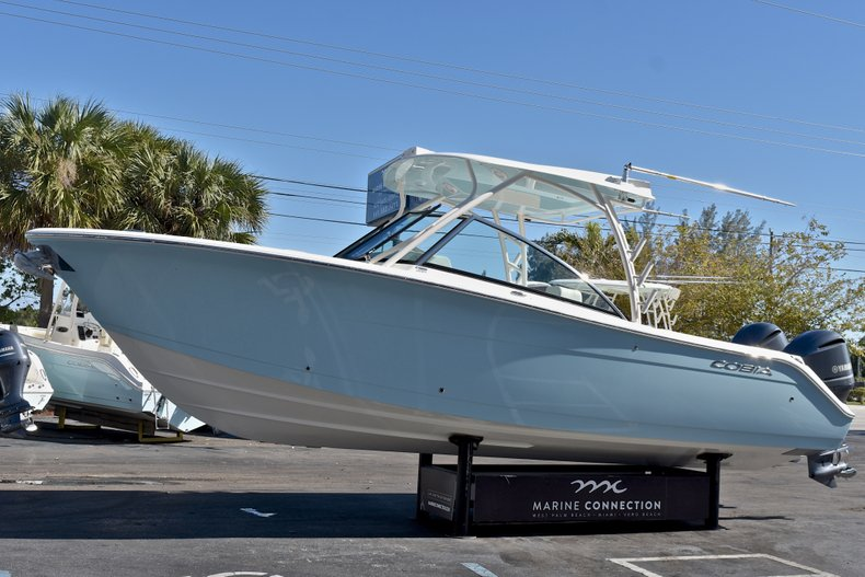 Thumbnail 3 for New 2018 Cobia 280 DC Dual Console boat for sale in Vero Beach, FL
