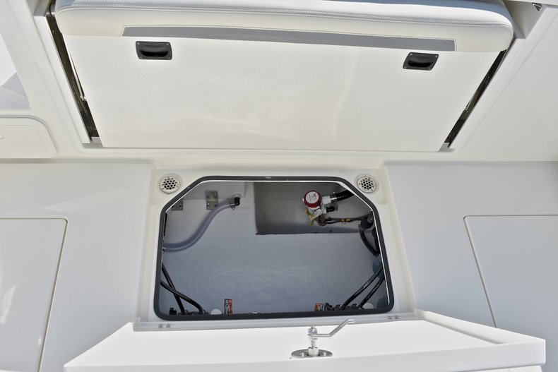 Thumbnail 15 for New 2018 Cobia 280 DC Dual Console boat for sale in Vero Beach, FL