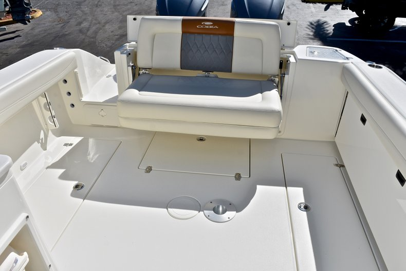 Thumbnail 12 for New 2018 Cobia 280 DC Dual Console boat for sale in Vero Beach, FL