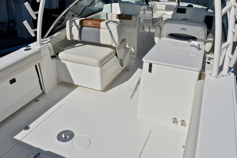 Thumbnail 10 for New 2018 Cobia 280 DC Dual Console boat for sale in Vero Beach, FL