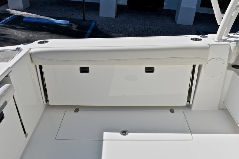 Thumbnail 19 for New 2018 Cobia 280 DC Dual Console boat for sale in Vero Beach, FL