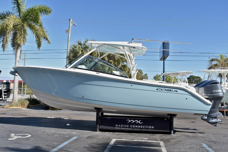 Thumbnail 4 for New 2018 Cobia 280 DC Dual Console boat for sale in Vero Beach, FL