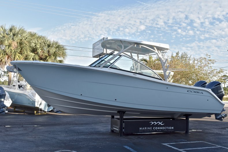 Thumbnail 3 for New 2018 Cobia 280 DC Dual Console boat for sale in West Palm Beach, FL