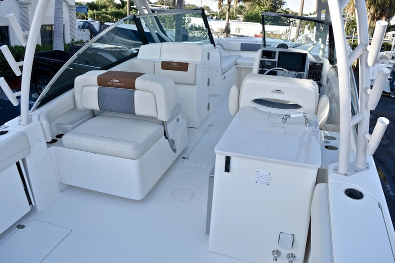 Thumbnail 11 for New 2018 Cobia 280 DC Dual Console boat for sale in West Palm Beach, FL