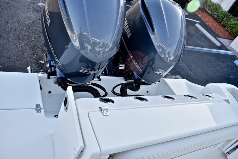 Thumbnail 14 for New 2018 Cobia 280 DC Dual Console boat for sale in West Palm Beach, FL