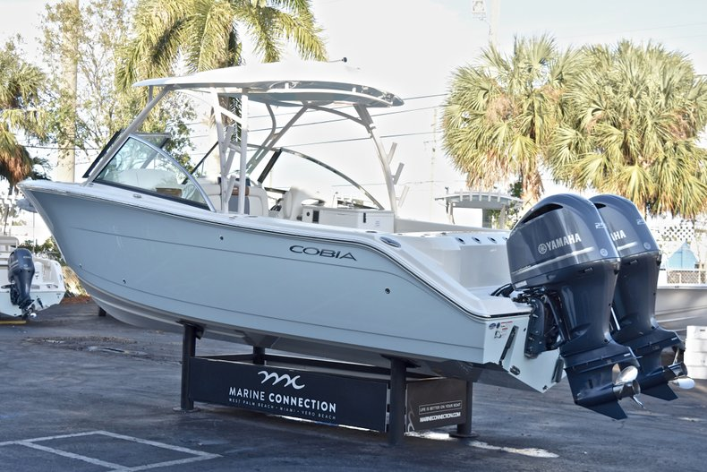 Thumbnail 5 for New 2018 Cobia 280 DC Dual Console boat for sale in West Palm Beach, FL