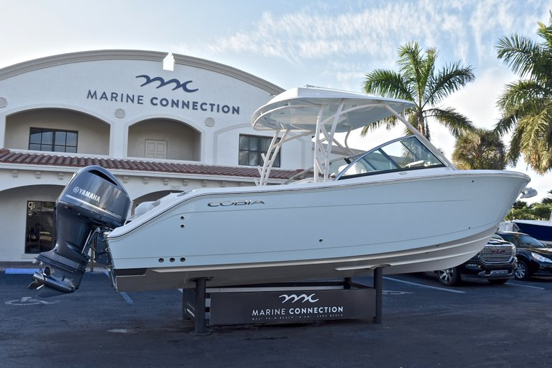 Thumbnail 7 for New 2018 Cobia 280 DC Dual Console boat for sale in West Palm Beach, FL