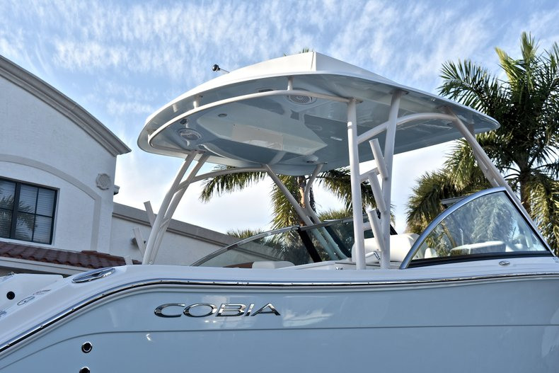 Thumbnail 8 for New 2018 Cobia 280 DC Dual Console boat for sale in West Palm Beach, FL