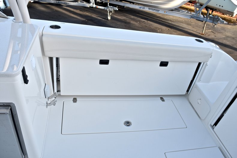 Thumbnail 23 for New 2018 Cobia 280 DC Dual Console boat for sale in West Palm Beach, FL