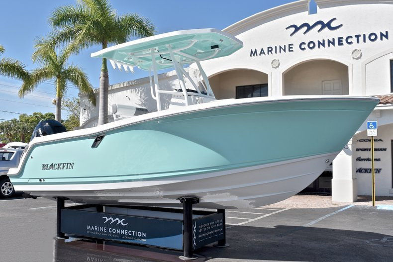 Thumbnail 1 for New 2018 Blackfin 212CC Center Console boat for sale in West Palm Beach, FL