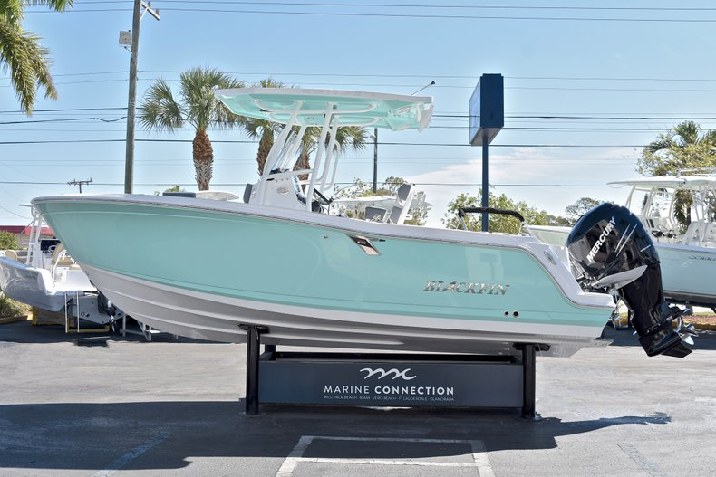 Thumbnail 5 for New 2018 Blackfin 212CC Center Console boat for sale in West Palm Beach, FL
