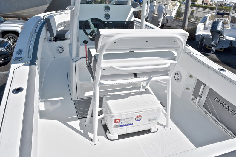 Thumbnail 14 for New 2018 Blackfin 212CC Center Console boat for sale in West Palm Beach, FL