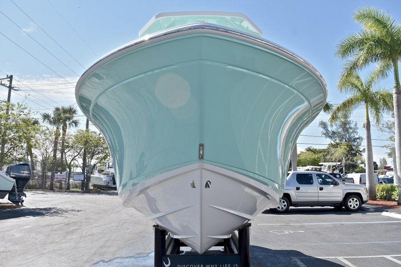 Thumbnail 3 for New 2018 Blackfin 212CC Center Console boat for sale in West Palm Beach, FL