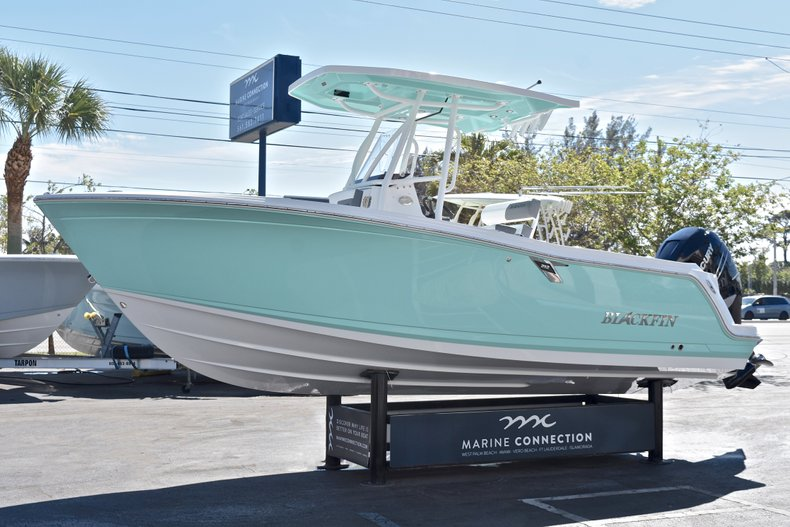 Thumbnail 4 for New 2018 Blackfin 212CC Center Console boat for sale in West Palm Beach, FL