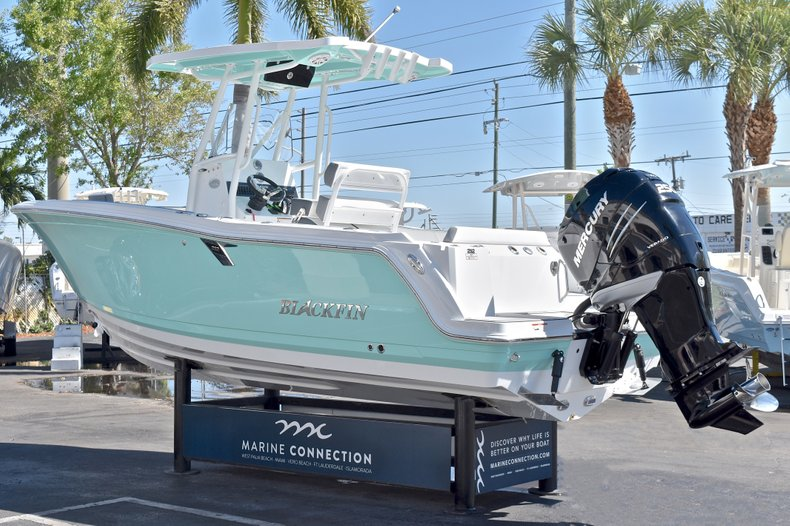 Thumbnail 6 for New 2018 Blackfin 212CC Center Console boat for sale in West Palm Beach, FL