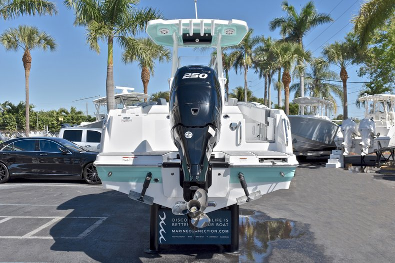 Thumbnail 8 for New 2018 Blackfin 212CC Center Console boat for sale in West Palm Beach, FL