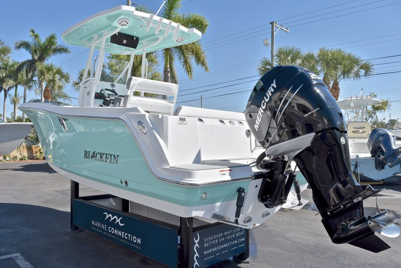 Thumbnail 7 for New 2018 Blackfin 212CC Center Console boat for sale in West Palm Beach, FL