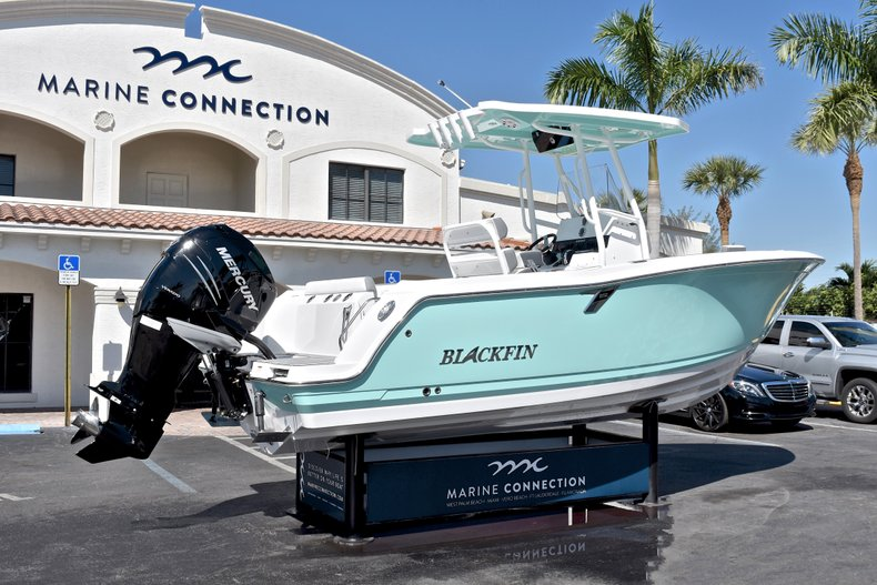 Thumbnail 9 for New 2018 Blackfin 212CC Center Console boat for sale in West Palm Beach, FL