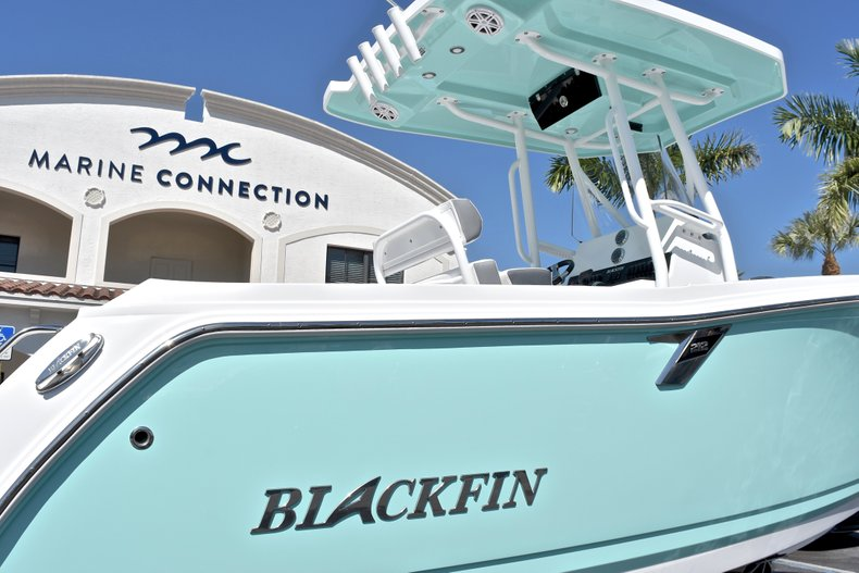 Thumbnail 10 for New 2018 Blackfin 212CC Center Console boat for sale in West Palm Beach, FL