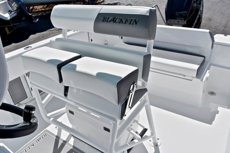 Thumbnail 29 for New 2018 Blackfin 212CC Center Console boat for sale in West Palm Beach, FL