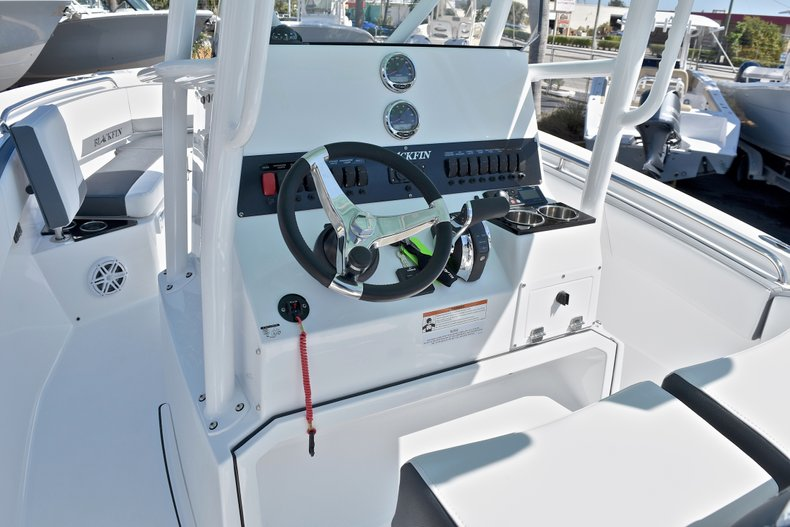 Thumbnail 34 for New 2018 Blackfin 212CC Center Console boat for sale in West Palm Beach, FL