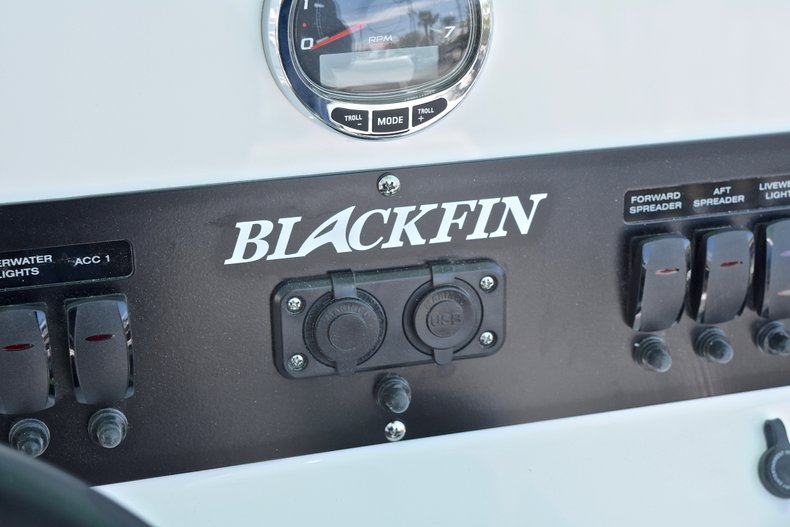 Thumbnail 39 for New 2018 Blackfin 212CC Center Console boat for sale in West Palm Beach, FL