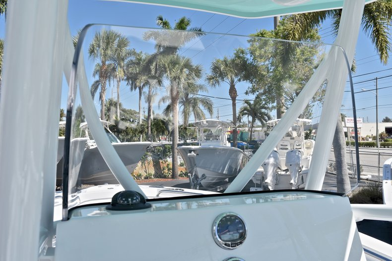 Thumbnail 35 for New 2018 Blackfin 212CC Center Console boat for sale in West Palm Beach, FL