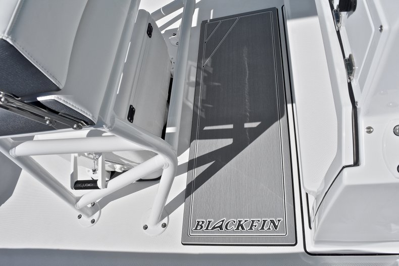 Thumbnail 43 for New 2018 Blackfin 212CC Center Console boat for sale in West Palm Beach, FL