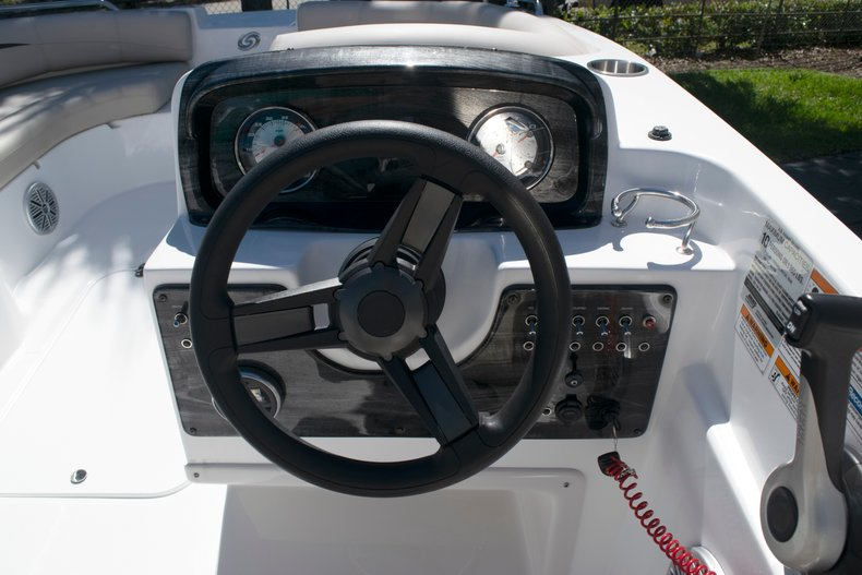Thumbnail 11 for New 2018 Hurricane 188 SunDeck Sport OB boat for sale in West Palm Beach, FL