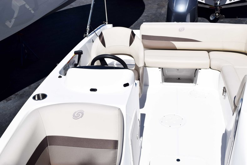 Thumbnail 32 for New 2018 Hurricane 188 SunDeck Sport OB boat for sale in West Palm Beach, FL