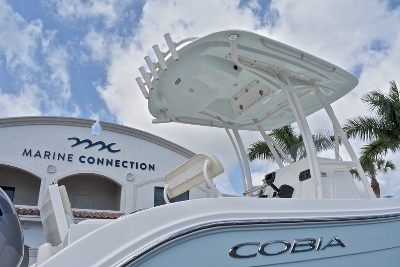 Thumbnail 9 for New 2018 Cobia 220 Center Console boat for sale in West Palm Beach, FL