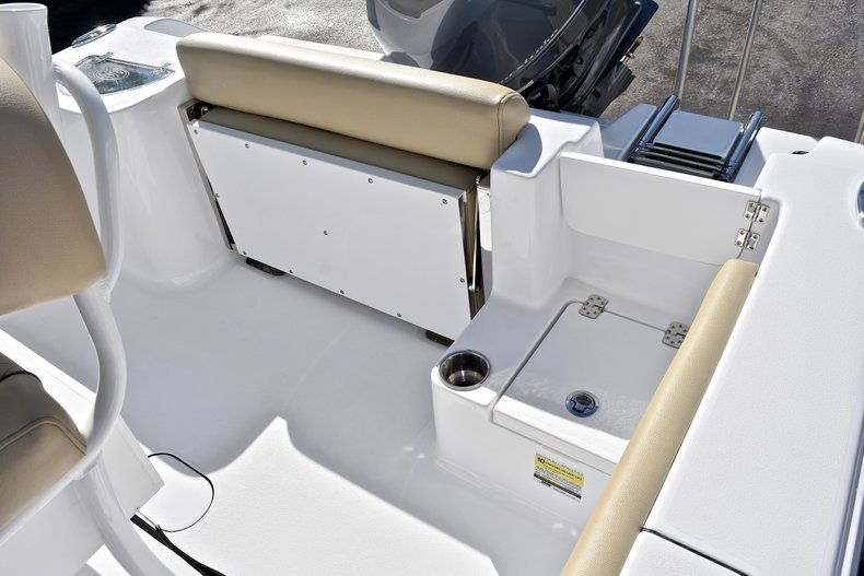 Thumbnail 12 for New 2018 Sportsman Open 212 Center Console boat for sale in West Palm Beach, FL