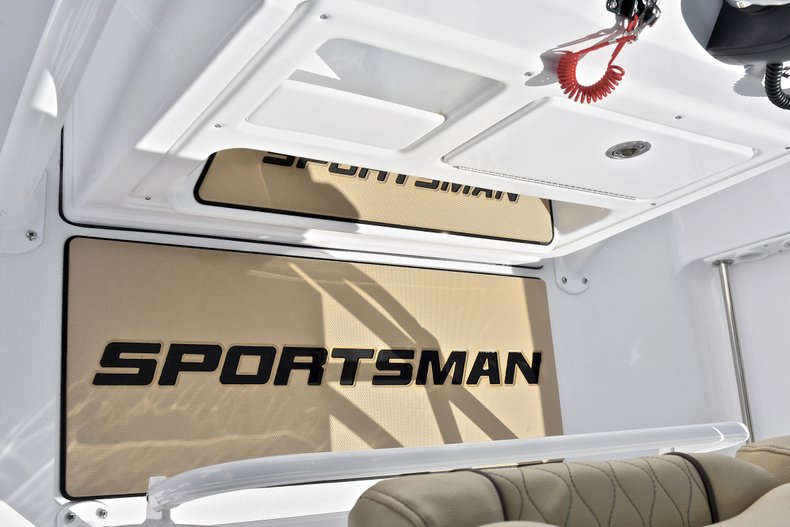 Thumbnail 35 for New 2018 Sportsman Open 212 Center Console boat for sale in West Palm Beach, FL