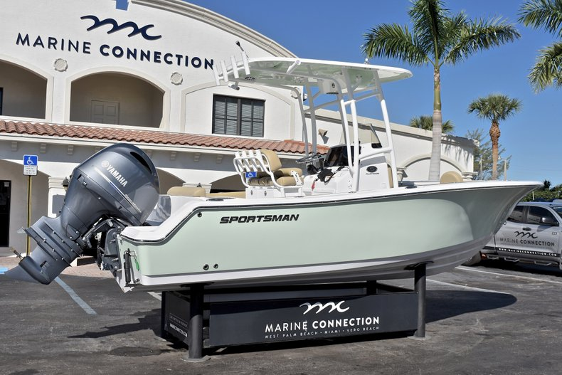 Thumbnail 8 for New 2018 Sportsman Open 212 Center Console boat for sale in West Palm Beach, FL