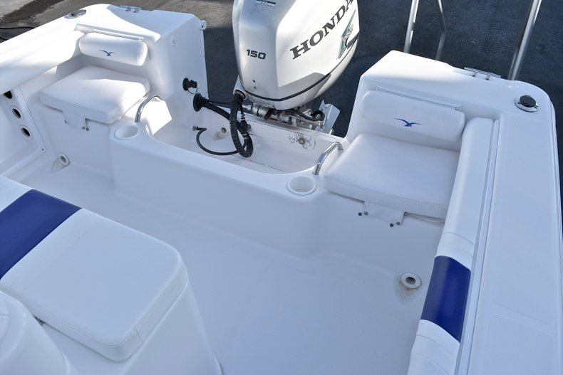Thumbnail 10 for Used 2006 Pro-Line 21 Sport boat for sale in West Palm Beach, FL