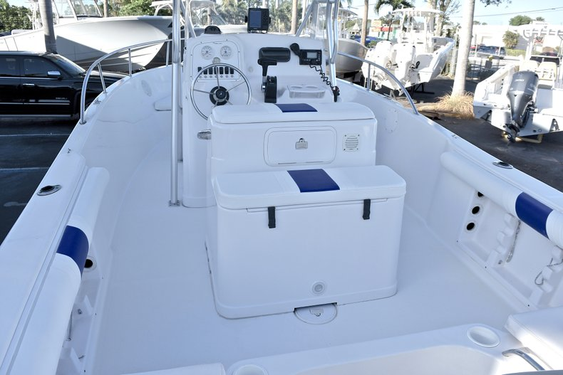 Thumbnail 9 for Used 2006 Pro-Line 21 Sport boat for sale in West Palm Beach, FL