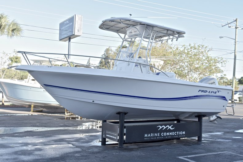 Thumbnail 3 for Used 2006 Pro-Line 21 Sport boat for sale in West Palm Beach, FL